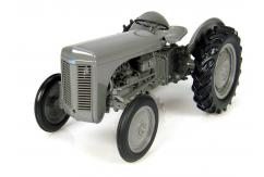 Universal Hobbies 1/16 1947 Massey Ferguson TEA 20 image