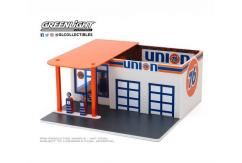 Greenlight 1/64 Vintage Gas Station - Union 76 image