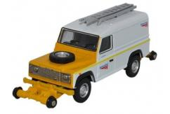 Oxford  1/76 Land Rover Defender- Network Rail  image