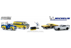 Greenlight 1/64 Michelin Service Centre - Multi Car Diorama image